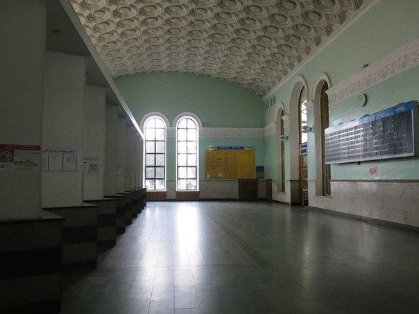 В опустевшем здании ж/д вокзала Симферополя предлагают проводить концерты (фото) - фото 5