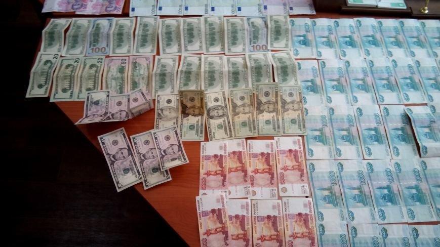 В Днепродзержинске на горячем поймали валютчика, фото-5