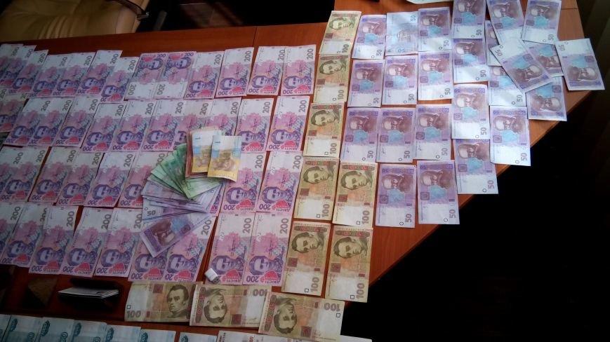 В Днепродзержинске на горячем поймали валютчика, фото-3