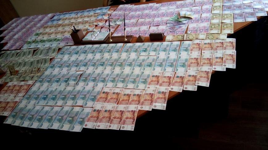 В Днепродзержинске на горячем поймали валютчика, фото-2