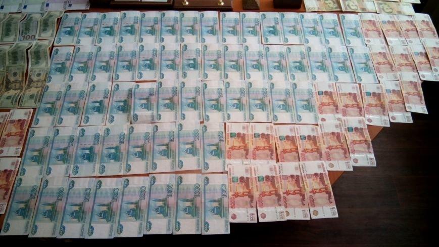 В Днепродзержинске на горячем поймали валютчика, фото-4