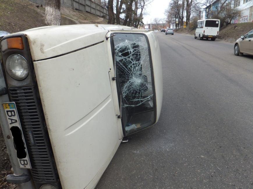 В Кировограде у автомобиля оказали тормоза и он перевернулся. ФОТО (фото) - фото 1
