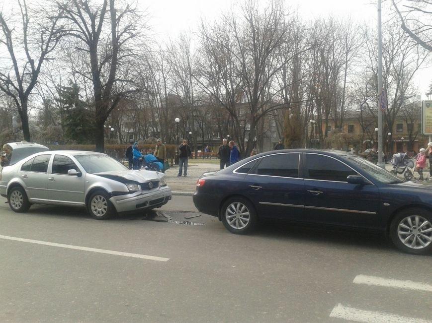 Только что на улице Ленина произошла авария - столкнулись две иномарки (ФОТО) (фото) - фото 1