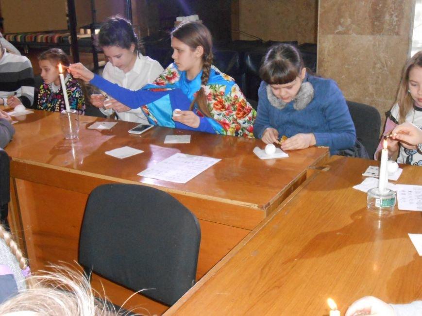 В историческом музее Днепродзержинска провели мастер-класс по росписи писанок (фото) - фото 5