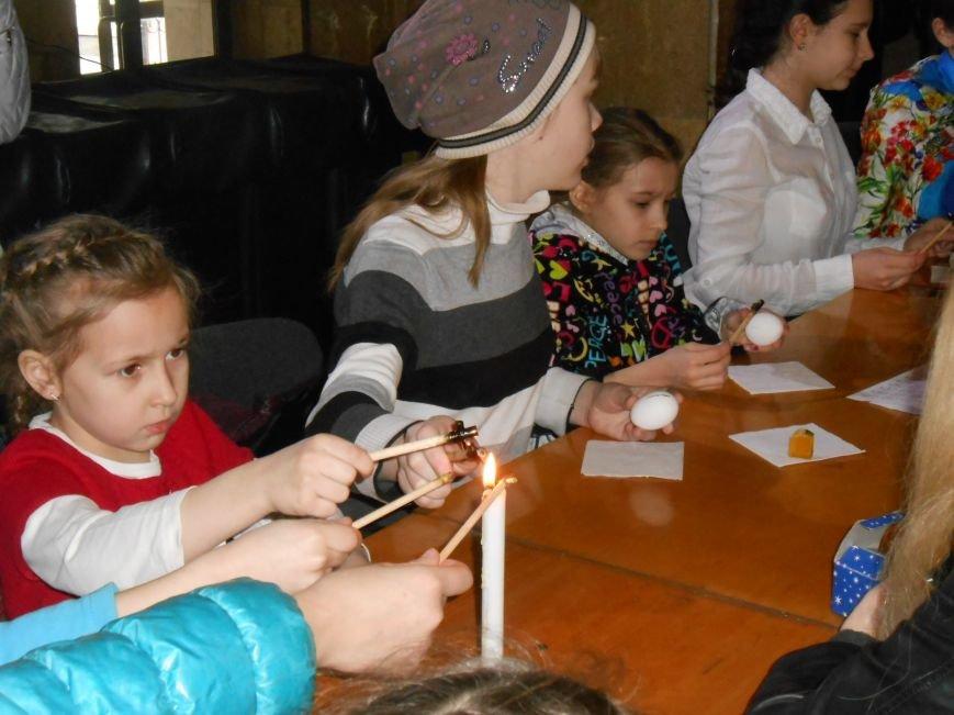 В историческом музее Днепродзержинска провели мастер-класс по росписи писанок (фото) - фото 3
