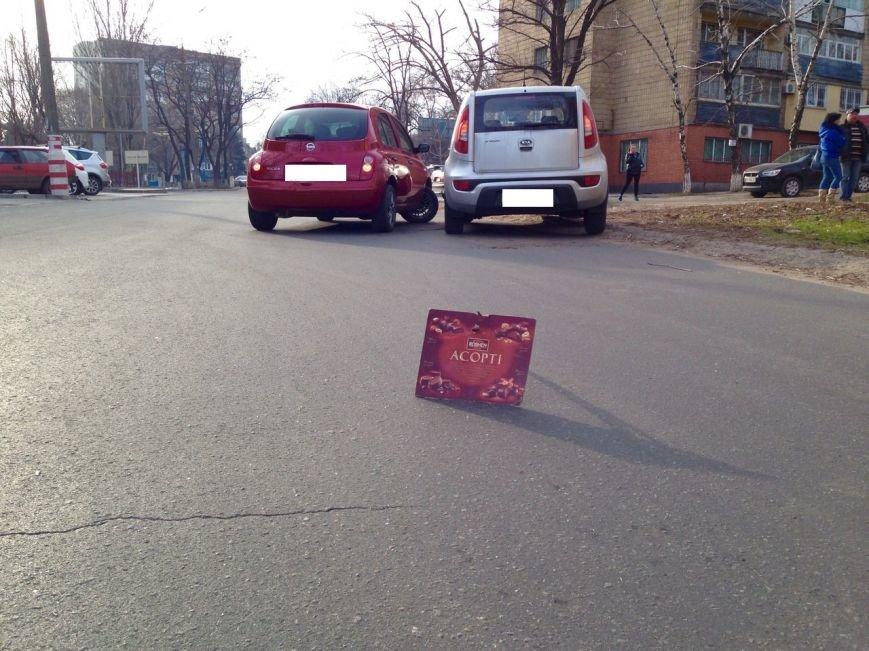 Мариупольские автомобилисты не поделили дорогу (ФОТО) (фото) - фото 1