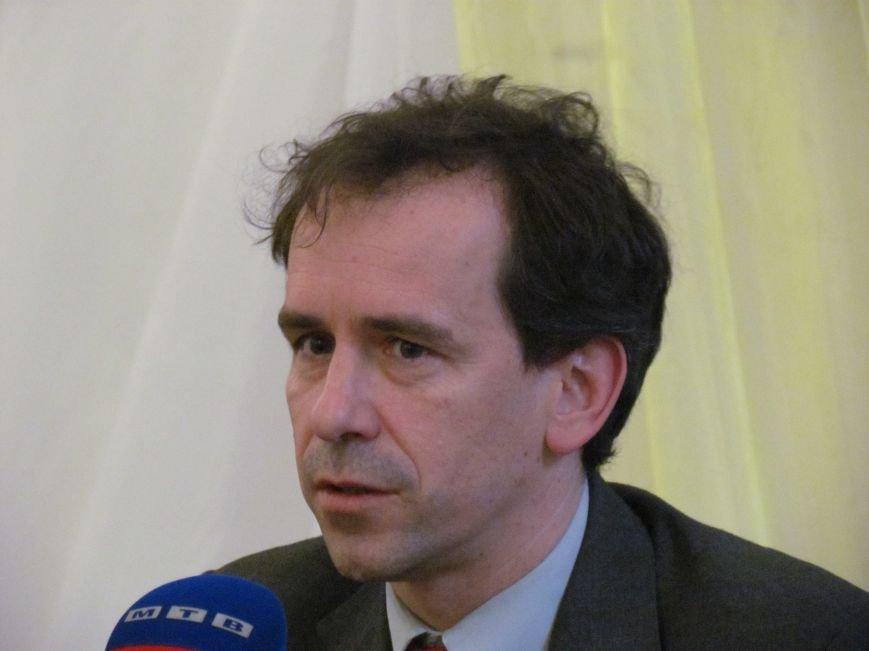 ЕС не полицейский, а помощник, - сообщили представители Еврокомиссии волонтерам Мариуполя (ФОТО), фото-1