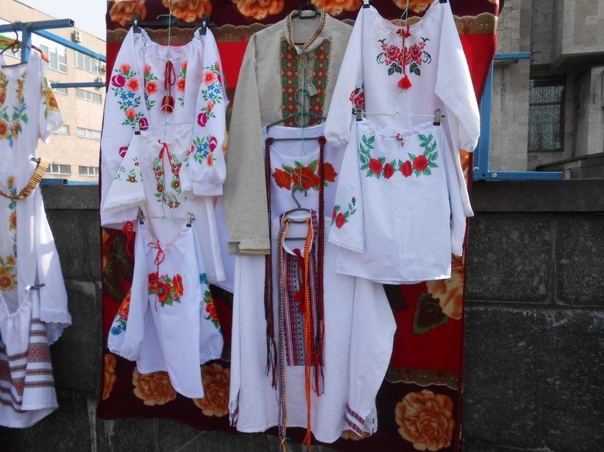 В Днепродзержинске прошла выставка-ярмарка работ украинских рукодельниц (фото) - фото 3