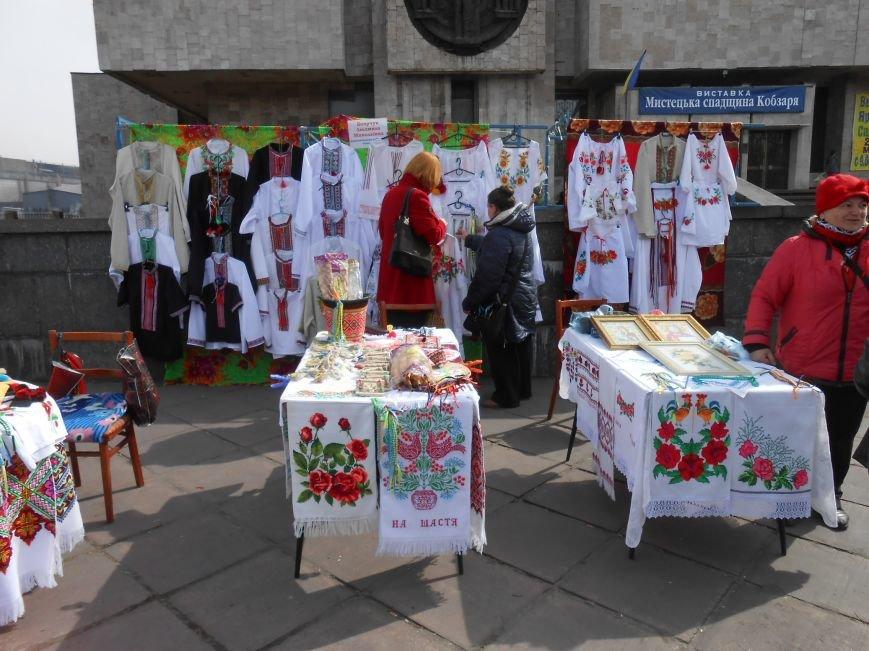 В Днепродзержинске прошла выставка-ярмарка работ украинских рукодельниц (фото) - фото 2