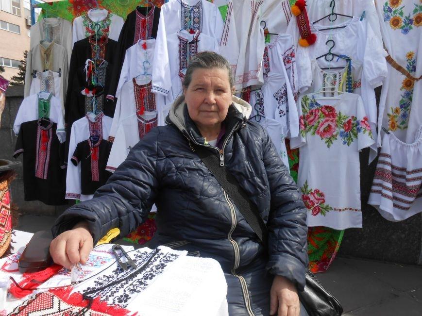 В Днепродзержинске прошла выставка-ярмарка работ украинских рукодельниц (фото) - фото 1
