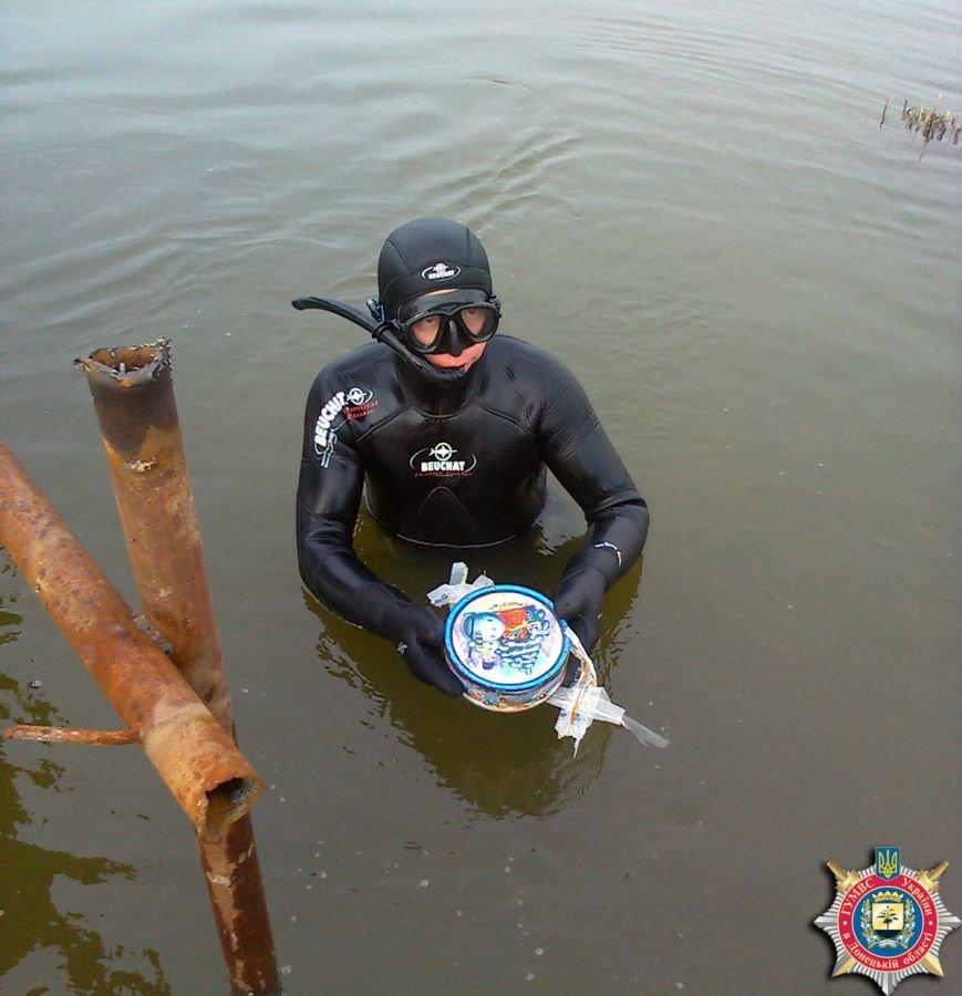 В Артемовском районе тайники с боеприпасами, оставленные боевиками ДНР, находят даже под водой, фото-3