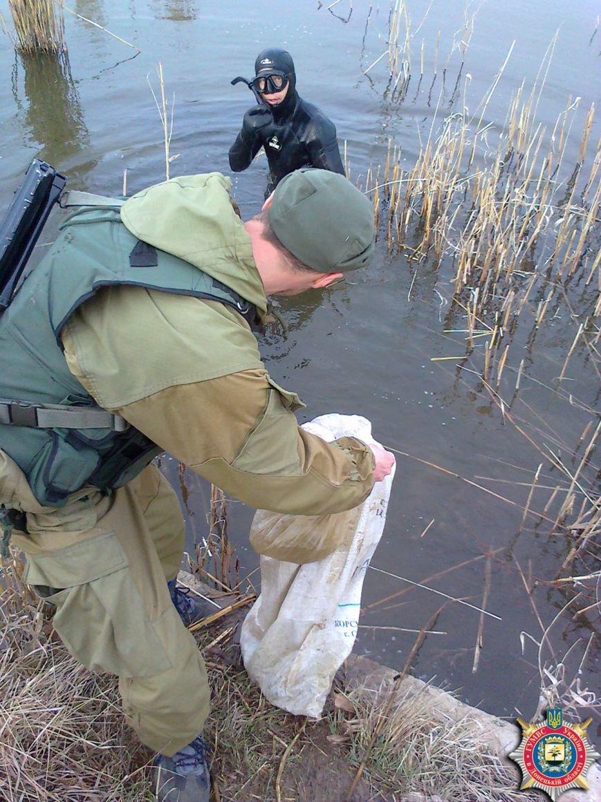 В Артемовском районе тайники с боеприпасами, оставленные боевиками ДНР, находят даже под водой, фото-4