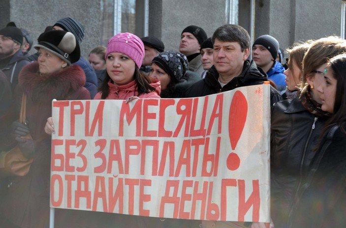Зарплата шахтеров «Красноармейскугля» и других ГП «зависла» в проблемном банке (фото) - фото 1