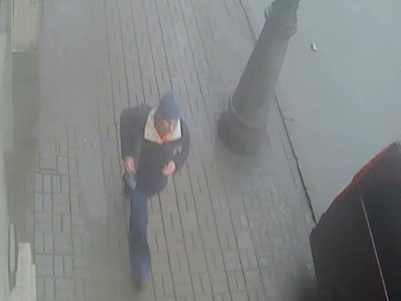 Петербургская полиция объявила в розыск маньяка с канцелярским ножом (фото) - фото 1