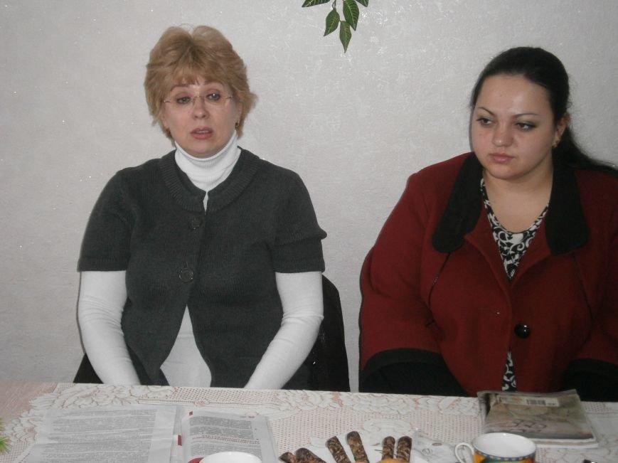 С подопечными Димитровского терцентра социального обслуживания встретились медики (фото) - фото 1