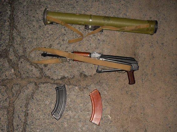 Цілий арсенал зброї вилучили правоохоронці у приватного підприємця з Миргорода (фото) - фото 1
