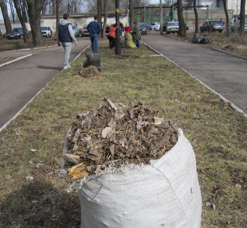 Полтысячи человек вышли на уборку Красноармейска (ФОТО, ВИДЕО), фото-3