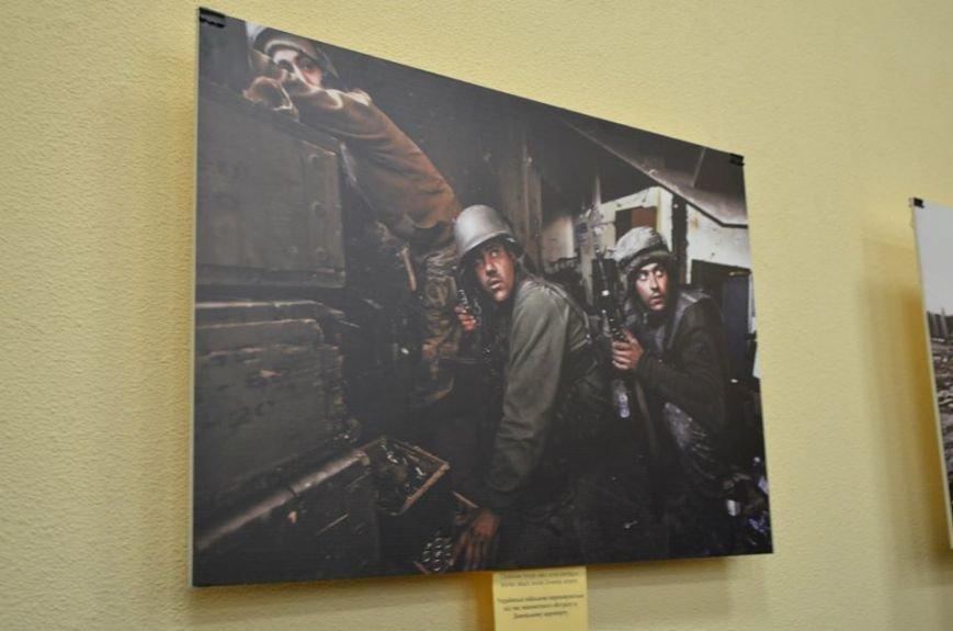 В Николаеве продадут фотографии «будней» донецкого аэропорта, чтобы помочь военному госпиталю (ФОТО), фото-6