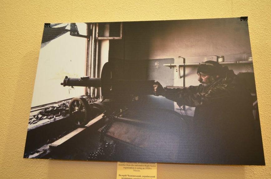 В Николаеве продадут фотографии «будней» донецкого аэропорта, чтобы помочь военному госпиталю (ФОТО), фото-9