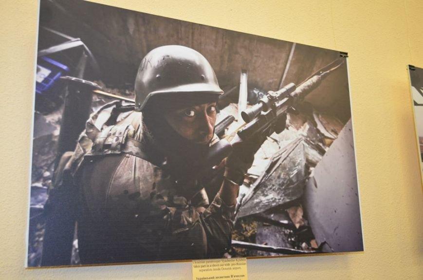 В Николаеве продадут фотографии «будней» донецкого аэропорта, чтобы помочь военному госпиталю (ФОТО), фото-8