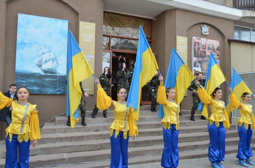 В Николаеве продадут фотографии «будней» донецкого аэропорта, чтобы помочь военному госпиталю (ФОТО), фото-1