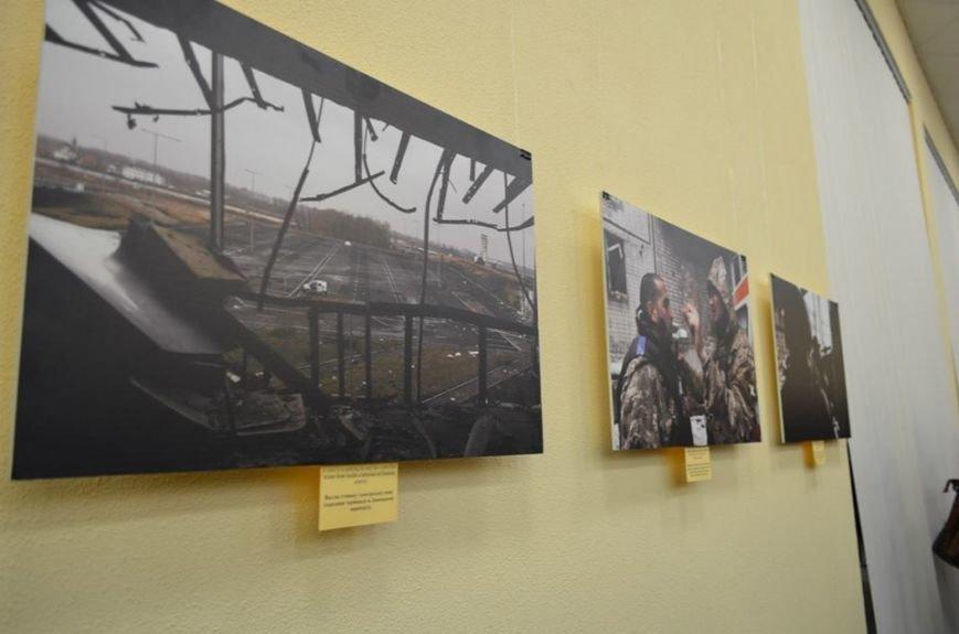В Николаеве продадут фотографии «будней» донецкого аэропорта, чтобы помочь военному госпиталю (ФОТО), фото-7