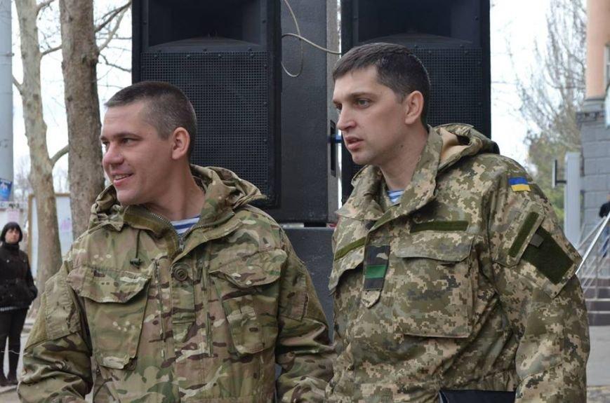 В Николаеве продадут фотографии «будней» донецкого аэропорта, чтобы помочь военному госпиталю (ФОТО), фото-2