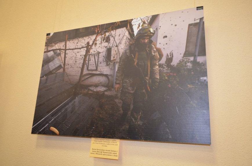 В Николаеве продадут фотографии «будней» донецкого аэропорта, чтобы помочь военному госпиталю (ФОТО), фото-5