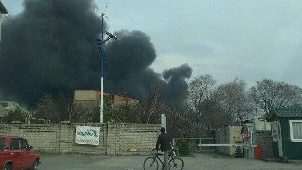 В Днепропетровске горит завод (фото) - фото 1