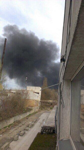 В Днепропетровске горит завод Полимермаш, фото-2