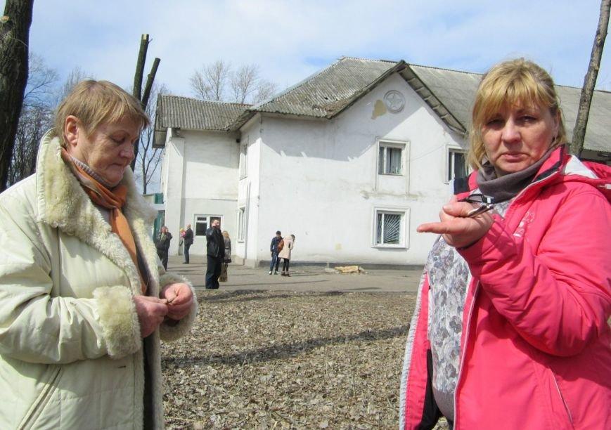 Переселенцы в Красноармейске давятся в очередях: «Эти штампы нас в гроб загонят!» (ФОТО), фото-6