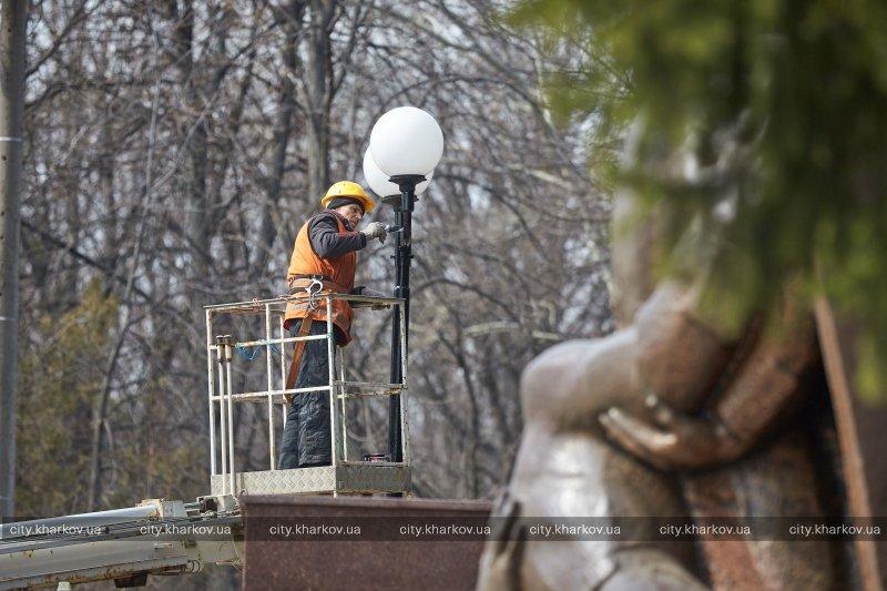 Городские мемориальные комплексы готовят ко Дню Победы (ФОТО) (фото) - фото 1