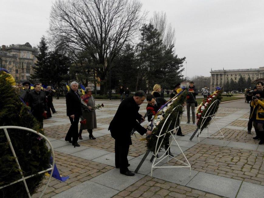 В Николаеве под памятник Ольшанцам вышли и коммунисты, и «майдановцы» (ФОТО) (фото) - фото 4