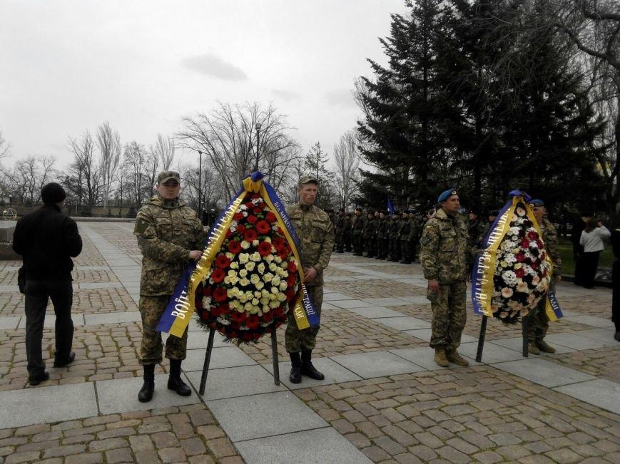В Николаеве под памятник Ольшанцам вышли и коммунисты, и «майдановцы» (ФОТО) (фото) - фото 5