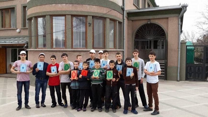 Турция подарила мусульманам Крыма 6 тысяч экземпляров Корана (ФОТО) (фото) - фото 1