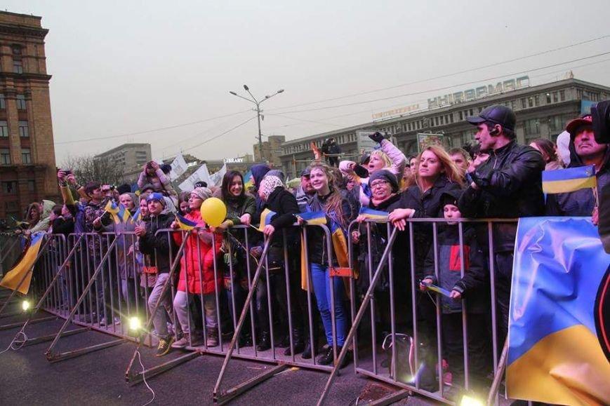 Вече в Днепропетровске: пели Руслана и Brutto.Коломойский не пришел (фото) - фото 6