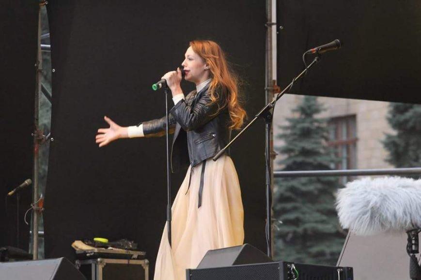 Вече в Днепропетровске: пели Руслана и Brutto.Коломойский не пришел (фото) - фото 4