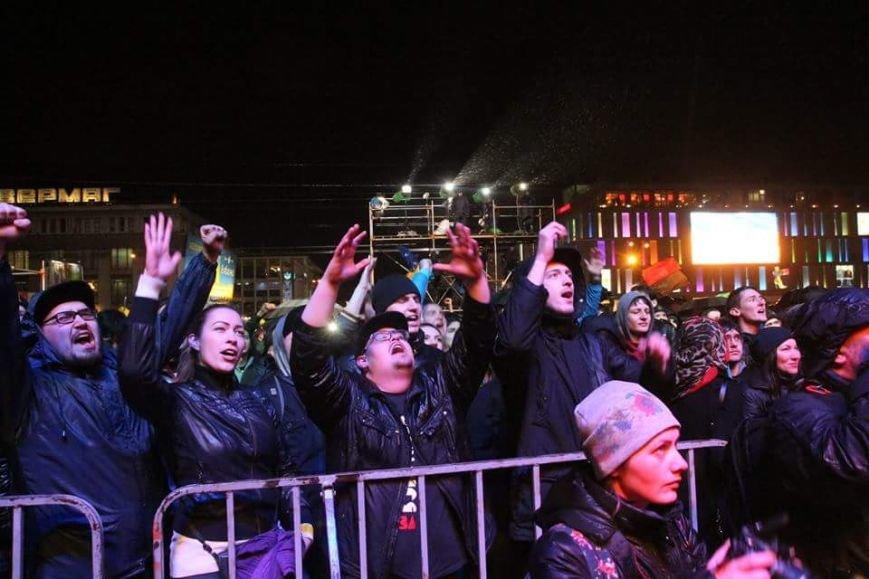 Вече в Днепропетровске: пели Руслана и Brutto.Коломойский не пришел (фото) - фото 9