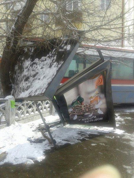 Авария на остановке
