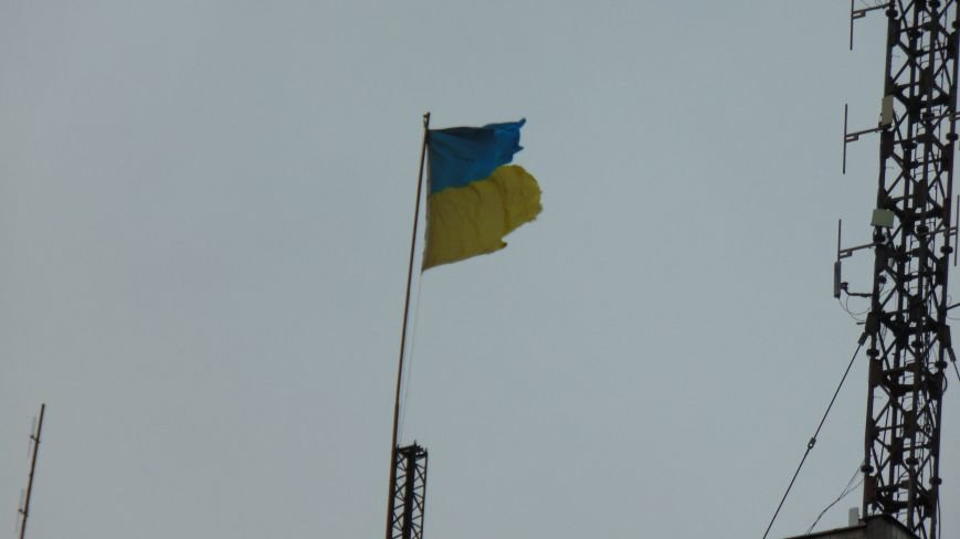 В Мариуполе шторм проверил  на прочность флаги Украины (ФОТОФАКТ) (фото) - фото 1