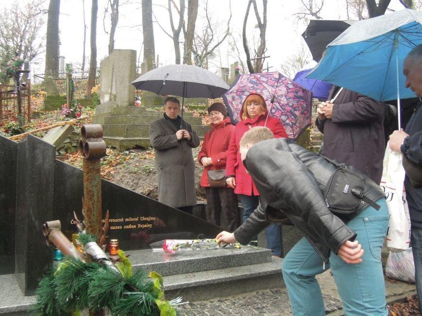 У Львові чеська громада вшанувала пам'ять Томаша Хохолоушка, який похований на Личаківському цвинтарі (ФОТОРЕПОРТАЖ) (фото) - фото 3