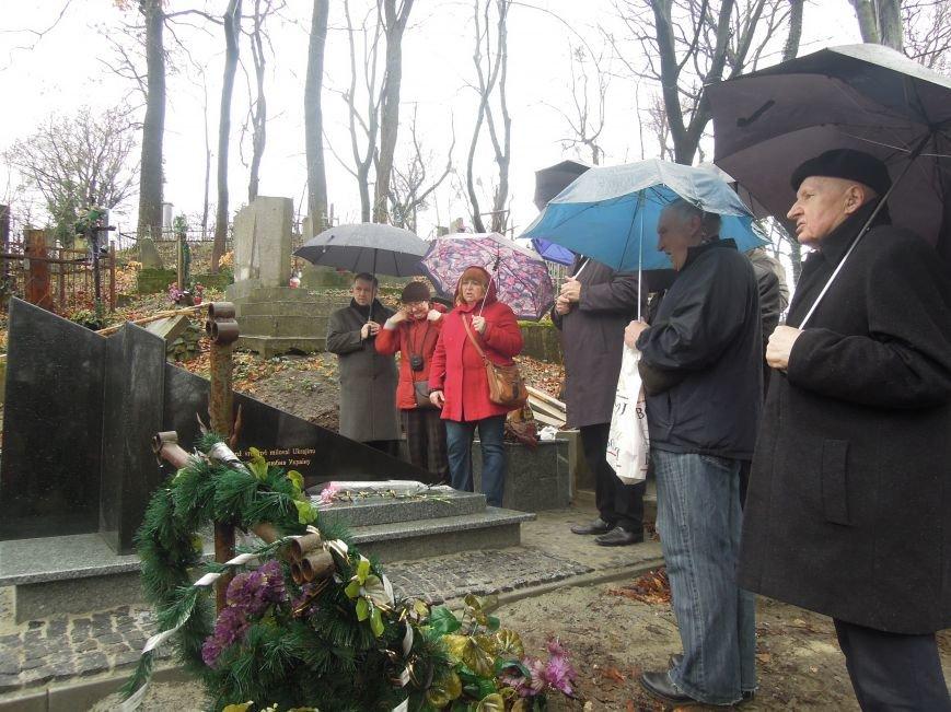 У Львові чеська громада вшанувала пам'ять Томаша Хохолоушка, який похований на Личаківському цвинтарі (ФОТОРЕПОРТАЖ) (фото) - фото 4