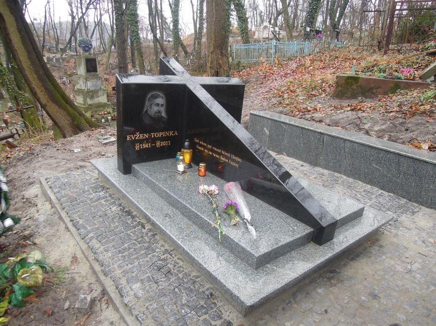 У Львові чеська громада вшанувала пам'ять Томаша Хохолоушка, який похований на Личаківському цвинтарі (ФОТОРЕПОРТАЖ) (фото) - фото 5