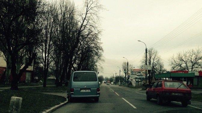 Деякі черкаські водії дивують своїм незнанням правил дорожнього руху, зокрема, паркування (фото) - фото 1