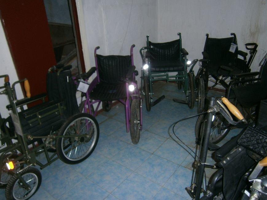 В Димитровском терцентре жители могут бесплатно получить технические средства реабилитации (фото) - фото 1