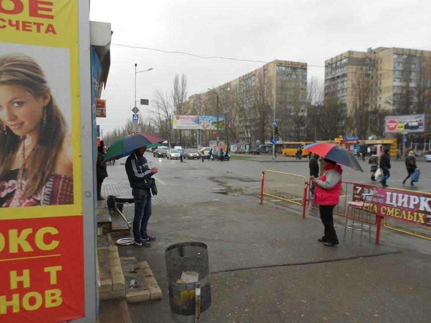 На одесском поселке Котовского засилье незаконных валютчиков (ФОТОФАКТ) (фото) - фото 1