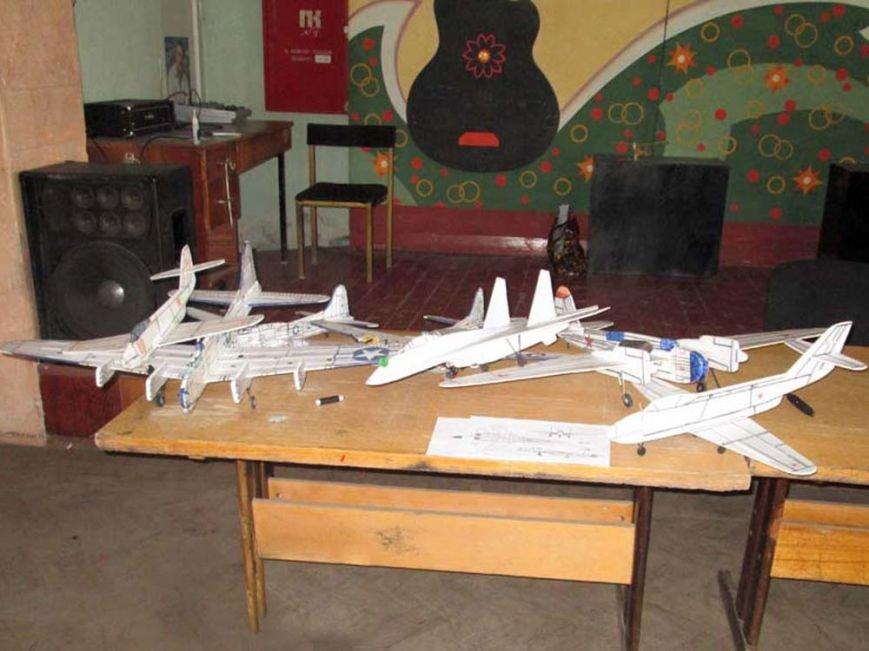 Артемовский школьник занял призовое место в региональных соревнованиях по авиамодельному спорту, фото-3
