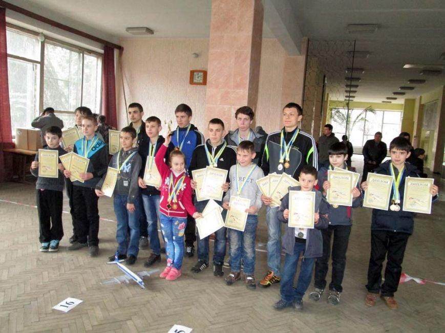 Артемовский школьник занял призовое место в региональных соревнованиях по авиамодельному спорту, фото-4