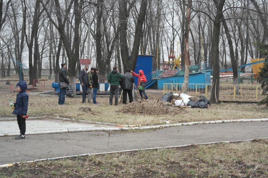 Генеральная уборка в Красноармейске: от прака «Юбилейный» до Динаса (фото) - фото 16