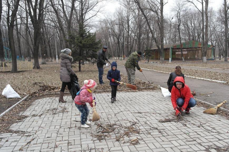 Генеральная уборка в Красноармейске: от прака «Юбилейный» до Динаса (фото) - фото 1